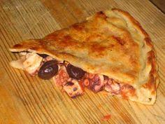 Lazio - Tiella di Gaeta (Latina) con olive di Gaeta, polipo, pomodori e acciughe
