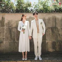 Pre Wedding Photoshoot, Wedding Poses, Wedding Couples, Wedding Ceremony, Korean Wedding Photography, Photography Jobs, Creative Photography, Newborn Photography, Modest Wedding Dresses