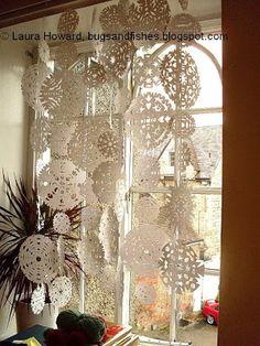 http://bugsandfishes.blogspot.ca/2008/12/snowflake-curtain.html