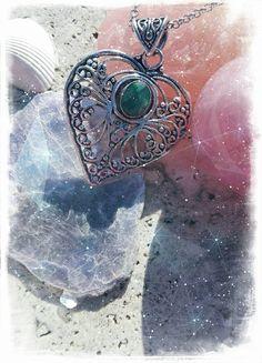 Guarda questo articolo nel mio negozio Etsy https://www.etsy.com/it/listing/494403993/ciondolo-cuore-radice-di-smeraldo