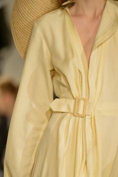 Jacquemus at Paris Fashion Week Fall 2018 - Details Runway Photos Source by EssenceofStyleOnline fashion 2018 Fashion Trends 2018, Fashion 2018, Fashion Week, Runway Fashion, Boho Fashion, Autumn Fashion, Paris Fashion, Womens Fashion, Fashion Dresses