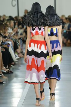 View the complete Emilio Pucci Spring 2017 collection from Milan Fashion Week.