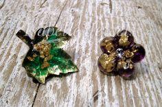 Gioielli artistici unici.  Orecchini a lobo realizzati in resina con foglia oro 22 carati, zircone centrale. Unique jewelry, resin gold earrings.  #jewels #gold #resin #arte #art #artwork #design