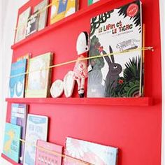 Eπίπεδη βιβλιοθήκη για το παιδικό δωμάτιο