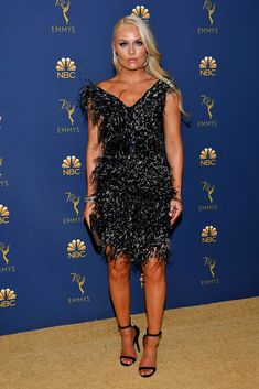 Lindsey Vonn wearing a feathered minidress with black ankle-strap sandals on the red carpet at the 70th annual Emmy Awards in Los Angeles on Sept. 17, 2018.  #lindseyvonn #emmyawards #redcarpet #celebrity Lindsey Vonn, Los Angeles Usa, Mtv Movie Awards, Red Carpet Looks, Red Carpet Fashion, Strap Sandals, Ankle Strap, Cool Style, Celebrity Style