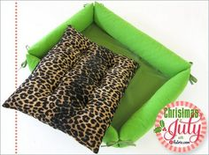 Tutorial: Pet bed with soft sides and removable pillow · Sewing | CraftGossip.com
