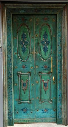 Front Door Paint Colors - Want a quick makeover? Paint your front door a different color. Here a pretty front door color ideas to improve your home's curb appeal and add more style! Cool Doors, The Doors, Unique Doors, Windows And Doors, Knobs And Knockers, Door Knobs, Door Handles, Door Detail, Door Gate