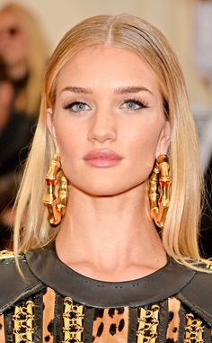 ROSIE HUNTINGTON-WHITELEY. Met Gala. Makeup artist Kate Lee created the model's perfect cateye with Laura Mercier Cake Liner with a smudges of the black shadow from Chanel Quadra Eyeshadow in Tisse Riviera. Her lip color was a dash of Chanel Aqua Crayon Lip Colour in Rosey (How perfect!)