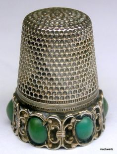 Antique Victorian Sterling Silver Jade Cabochon Thimble Vintage 1284 I Vintage Sewing Notions, Vintage Sewing Machines, Vintage Buttons, Vintage Items, Sewing Hacks, Sewing Crafts, Sewing Box, Sewing Accessories, Haberdashery
