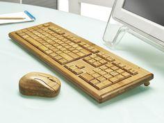 Eine Tastatur und Maus-Kombination, die mal nicht hässlich ist: www.lustige-gadgets.com/bambus-tastatur-maus/