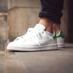 Adidas stan smith - wht / frw adidas * stan smith * adidas s Adidas Stan Smith Outfit, Smith Adidas, Sport Body, Sport Man, Sport Girl, Sport Fashion, Mens Fashion, Adidas Fashion, Sport Chic