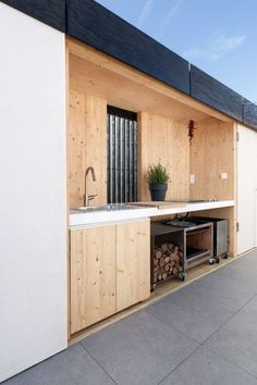 beautiful outdoor kitchen Budapest Students Design Sustainable House for Indoor and Outdoor Living,© Balázs Danyi Simple Outdoor Kitchen, Outdoor Kitchen Design, Kitchen On A Budget, Outdoor Kitchens, Kitchen Ideas, Kitchen Inspiration, Kitchen Layouts, Backyard Kitchen, Open Kitchens