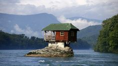 Funny pictures about A House In Your Own Private Island. Oh, and cool pics about A House In Your Own Private Island. Also, A House In Your Own Private Island photos. Crazy Houses, Weird Houses, Unusual Homes, House Built, River House, Architecture, Building A House, Green Building, Beautiful Places