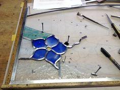 桔梗の花のステンドグラス鉛線組み 青の桔梗