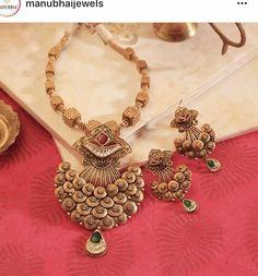 ✨💍💫KB's Omkar Gold Mangalsutra Designs, Gold Jewellery Design, Gold Jewelry, India Jewelry, Antique Necklace, Gold Necklace, Antique Jewelry, Schmuck Design, Necklace Designs