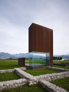 marte.marte - Roman villa, a sculptural display and protection located between the ruins of two different typologies of roman housing, Feldkirch 2008. Via, photos © Marc Lins.