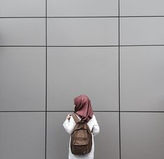 Muslim Girls, Muslim Women, Muslim Couples, Anime Muslim, Muslim Hijab, Casual Hijab Outfit, Ootd Hijab, Hijabi Girl, Girl Hijab