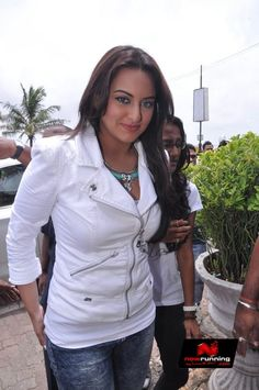 Sonakshi Sinha at Lootera Promotions at Cafe Coffee Day
