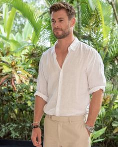 Chris Hemsworth Made It Okay To Admit That You Secretly Love Linen Chris Hemsworth Thor, Liam Y Miley, Hemsworth Brothers, Man Thing Marvel, Marvel Actors, Celebrity Dads, Celebrity Style, Celebs, Celebrities