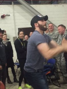 Chris Evans, Scarlett Johansson & Ray Allen at Incirlik Air Base, Turkey for a USO Tour (December 5, 2016) mondo526: Chris Evans and Ray Allen 3 point shoot out. Lol. #Navy #DeploymentLife #USO