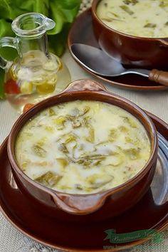 Romanian traditional recipe Supa de salata verde ca la Ardeal Lunch Recipes, Veggie Recipes, Soup Recipes, Vegetarian Recipes, Cooking Recipes, Romania Food, Recipes From Heaven, Dinner Dishes, Soul Food
