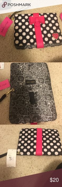 BNWT Betsey Johnson Wipe Holder BNWT Betsey Johnson Wipe Holder in Black W/ White Polka Dots And A Hot Pink Bow Clasp. It has a detachable strap, it's perfect for an on the go mom, it fits a couple diapers a a pack of wipes perfectly! Betsey Johnson Bags Baby Bags