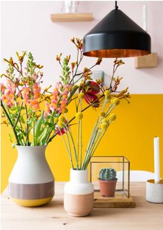 Freshen up your home interior for the summer with bright and lovely yellow accent decor. Interior Design Tips, Home Interior, Interior Inspiration, Yellow Accents, Yellow Walls, Yellow Rooms, Deco Rose, Dining Room Colors, Yellow Dining Room