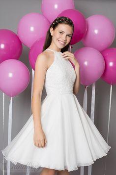 Crystal Hvid konfirmationskjole med smukke detaljer af perler og palietter.