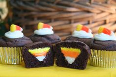 Candy corn cupcakes!! SO COOL!