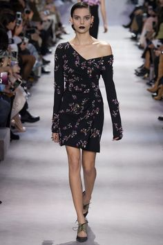 http://www.vogue.com/fashion-shows/fall-2016-ready-to-wear/christian-dior/slideshow/collection