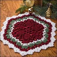 Holiday Hexagon Mat pattern by Katherine Eng Beautiful! Holiday Hexagon Mat by Katherine Eng – Pattern from crochet magazine Crochet Christmas Trees, Christmas Crochet Patterns, Holiday Crochet, Crochet Home, Crochet Crafts, Crochet Projects, Free Crochet, Christmas Crafts, Crochet Ornaments