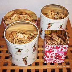 Lækre julesmåkager også kaldet specier. En grund dej, der smagstilsættes lige præcis efter eget ønske. Jeg har f.eks. tilsat chokolade, nougat og nødder.