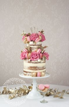 instead of the super rustic and randomly decorated naked wedding cakes of years past, the new trend is for ultra stylish skimmed buttercream, or semi-naked cakes. Bolos Naked Cake, Naked Cakes, Gorgeous Cakes, Pretty Cakes, Amazing Wedding Cakes, Amazing Cakes, Cake Wedding, Red Wedding, Rustic Wedding