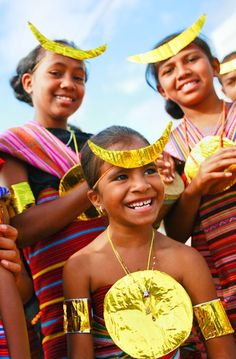 These beautiful brown and black people span Vanatu, New Caledonia, Paupa New Guinea, East Timor and large parts of Indonesia. We Are The World, People Of The World, Macau, International Day Of Happiness, Dutch East Indies, Timor Leste, Brunei, Black People, Southeast Asia