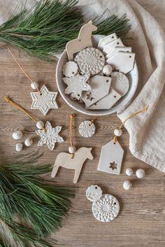 Clay Christmas Decorations, Diy Christmas Ornaments, Handmade Christmas, Diy And Crafts, Christmas Crafts, Crafts For Kids, Clay Ornaments, Minimal Christmas, Simple Christmas