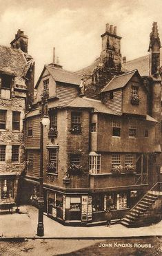 John Knox House ~ Oldest House in Edinburgh. Now houses the Scottish Storytelling Centre. Old Pictures, Old Photos, Vintage Photographs, Vintage Photos, Old Town Edinburgh, Edinburgh Travel, Scotland History, Old London, Architecture