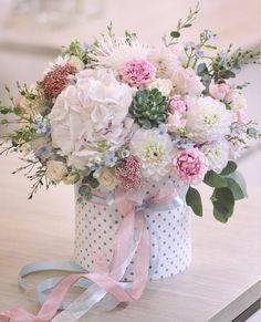 Flower Arrangement Designs, Flower Arrangements Simple, Flower Box Gift, Flower Boxes, Beautiful Rose Flowers, Elegant Flowers, Happy Birthday Flowers Wishes, Luxury Flowers, Ikebana