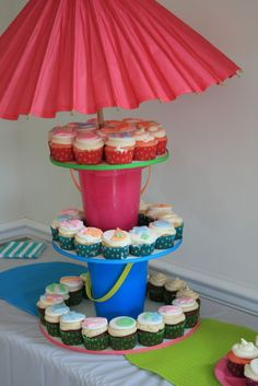 Tropical Cupcake stand made form beach buckets and a cute pink umbrella! Tropical Cupcakes, Beach Cupcakes, Tropical Party, Luau Pool Parties, Luau Theme Party, Luau Birthday, Birthday Treats, Cupcake Party, Cupcake Cakes