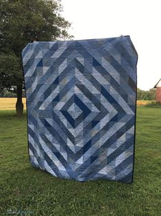 Denim Quilt made from Old Jeans - Skirt Fixation Denim Quilts, Denim Quilt Patterns, Blue Jean Quilts, Easy Quilt Patterns, Bag Patterns, Quilting Projects, Quilting Designs, Quilting Ideas, Sewing Projects
