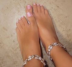 French tip toes, french nails, french tip pedicure, french pedicu Pretty Toe Nails, Cute Toe Nails, Cute Toes, Pretty Toes, Nice Nails, Toe Nail Color, Toe Nail Art, French Tip Toes, French Toe Nails