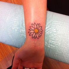 a-very-nice-daisy-tattoo-on-wrist.jpg – foot tattoos for women flowers Small Daisy Tattoo, Daisy Flower Tattoos, Sunflower Tattoo Small, Tattoos For Women Flowers, Foot Tattoos For Women, Flower Tattoo Back, Sunflower Tattoo Design, Rose Tattoos, Small Tattoos