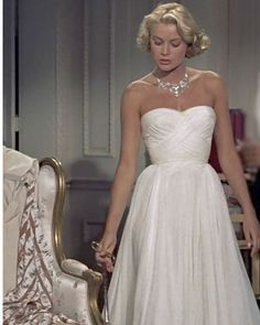 Fashion Tips Infographic Grace Kelly.Fashion Tips Infographic Grace Kelly Moda Grace Kelly, Grace Kelly Style, Grace Kelly Fashion, Old Hollywood Glamour, Vintage Glamour, Hollywood Gowns, Classic Hollywood, Vestidos Vintage, Vintage Dresses
