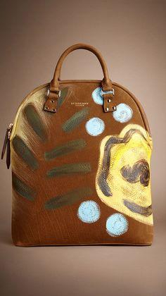 Burberry Prorsum Womenswear Autumn/Winter 2014 show Burberry Prorsum, Burberry Handbags, Burberry Bags, Textiles, Burberry Women, Beautiful Handbags, Cute Purses, Purses And Handbags, Tote Handbags