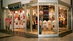 """Wet Seal Faces Race Discrimination Lawsuit Claiming They Prefer Workers With """"Blonde Hair, Blue Eyes"""""""