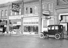 Model T Ford Forum: Old Photos, early Ford dealerships Vintage Cars, Antique Cars, Vintage Auto, Firestone Tires, Old Fords, Car Advertising, Car Ford, Car Shop, Slot Cars