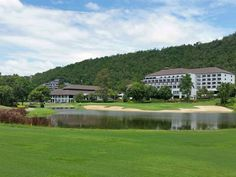 Alpine Golf Resort Chiang Mai (Chiangmai-Lamphun) - Photo overview - Leadingcourses Golf Thailand, Thailand Travel, Golf Course Reviews, Chiang Mai, Golf Courses, Mansions, House Styles, Climbing, Manor Houses