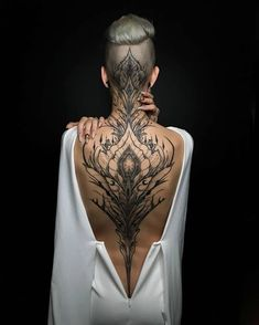 Enjoy body art brilliance with awesome back tattoos for men and women that are masterpieces. The back is one of the most spacious areas for tattoos on the body. If you are looking for the best full-back tattoo idea then this collection is for you. Head Tattoos, Body Art Tattoos, Tatoos, Tattoo Neck, Nape Tattoo, Chest Piece Tattoos, Chicano Tattoos, Tattoo Drawings, Tattoo Life