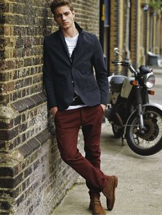 Maroon chinos, desert boots, white tee, blue blazer. Great look!  #MensStyle #MensFashion