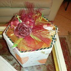 Scatola rivestita decorata e dorata da Ileana Zatti