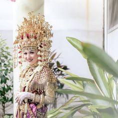 Crown, Wedding Dresses, Instagram, Fashion, Bride Dresses, Moda, Corona, Bridal Gowns, Fashion Styles